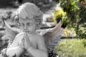 Rzeźba z granitu anioł zakład kamniearski kamyczek